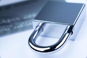 pagamento on-line de segurança com cartão de crédito com cadeado foto