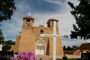 igreja da missão de são francisco de asis no novo méxico foto