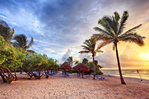 amanhecer na praia foto
