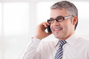 empresário no telefone. foto