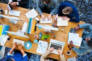 pessoas de negócios, trabalhando o conceito de equipe corporativa de escritório foto