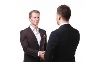 dois empresários apertem as mãos foto