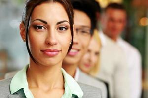 pessoas de negócios no escritório alinhados foto