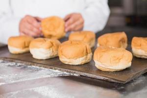close-up da bandeja com pão foto