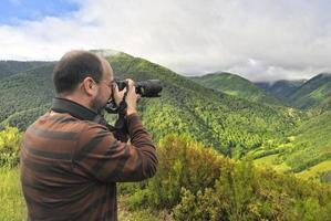 fotógrafo na floresta. foto