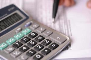 calculadora e equilíbrio de negócios foto