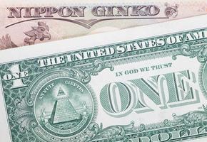 as notas de dólar iene japonês para o conceito de negócios e finanças foto