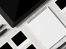 vista de alto ângulo de uma tabela de configuração do local de trabalho de negócios. foto