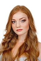 mulher bonita com cabelo vermelho foto