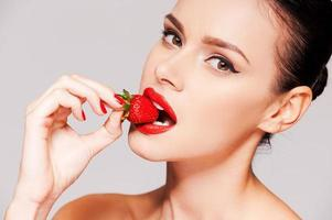 lábios de morango.
