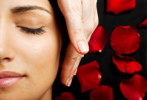 massagem com energia facial foto