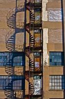 escada em espiral escada de incêndio foto