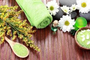 pedras zen e produtos de spa foto
