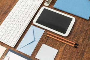 mesa de escritório limpa foto