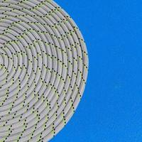 a corda enrolada em espiral em detalhes de iate à vela.