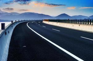 estrada recém-construída foto