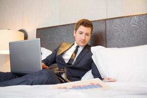 empresário no hotel de luxo foto