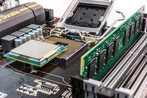 instalação de memória e processador do computador foto