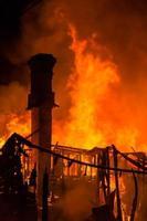 chamas de fogo da casa foto