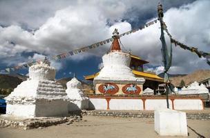stupas e portão da amizade em leh