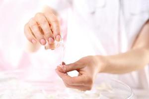 condicionador de unhas, certifique-se de olhar suas mãos foto