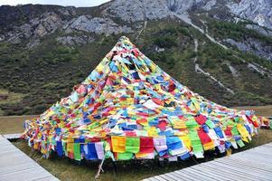 bandeiras de oração do tibete foto