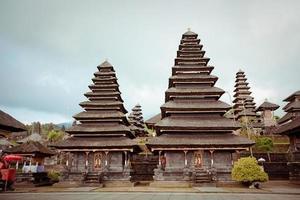 besakih complexo puro penataran agung, bali, indonésia foto