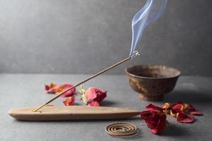 Vara de incenso. aromaterapia foto