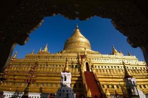 pagode dourado em myanmar foto