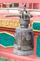 sinos no templo foto