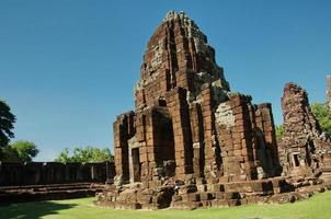 angor rock pagode castle, khmer archetecture na tailândia foto