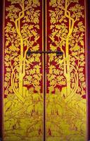 porta pintada de ouro foto