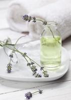 óleo de aromaterapia de lavanda foto