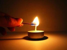 acendendo uma vela