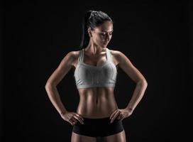 mulher atraente fitness, corpo feminino treinado, estilo de vida portrai