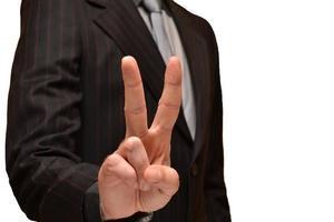 empresário, mostrando os dedos na vitória foto