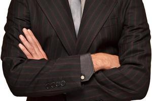 empresário com braços cruzados foto