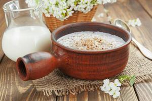 mingau de trigo sarraceno com leite foto