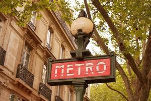 sinais de estação de metro foto