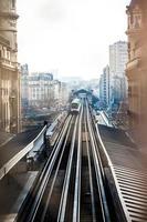 metrô aéreo em paris foto