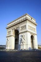 visão vertical do famoso arco do triunfo foto