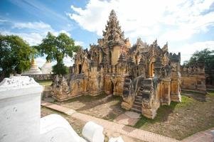 Maha Aung Mye Bon Zan mosteiro. foto
