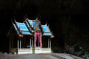 pavilhão real na caverna phraya nakhon, prachuap khiri khan foto