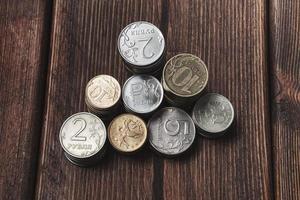 moedas em cima da mesa foto