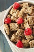 cereal ralado saudável de trigo integral foto
