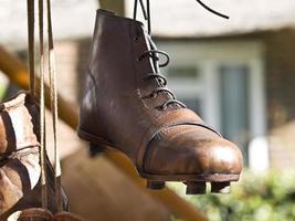 sapatos velhos de desporto foto