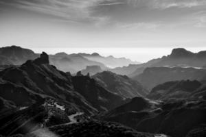 imagem em preto e branco de cruz de tejeda, ilhas canárias, espanha