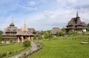 mosteiro de barsana, romênia, maramures foto