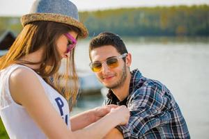 jovem casal feliz foto