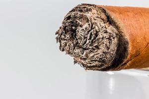 fumando charuto foto